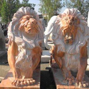 威武晚霞红石狮子(图片)