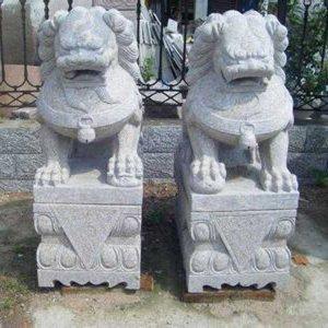 汉白玉石雕狮子看门(图片)