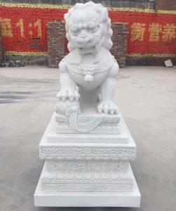 2米仿古汉白玉狮子正面细节图