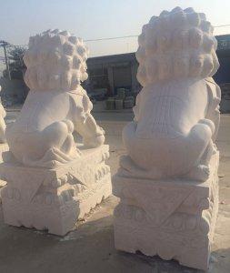 汉白玉石雕狮子后背图片细节