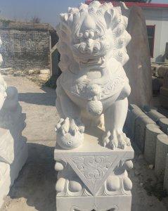 威严型汉白玉狮子一个图片展示